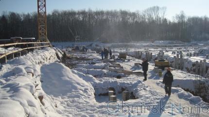 Забивка свай для ледового дворца в Обнинске